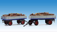 Pritschenwagen mit Brennholzladung